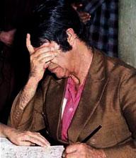 Chico Xavier mentre scrive guidato dagli spiriti